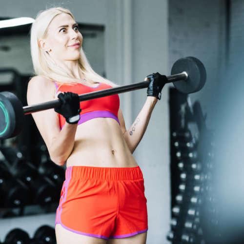 10 errores que cometen las mujeres en el gimnasio